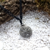 Vegvísir Necklace